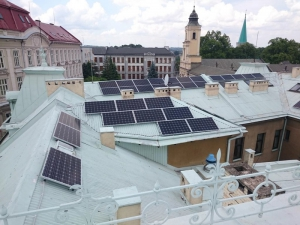 panele fotowoltaiczne na dachu starostwa
