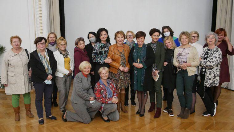 """spotkanie z Burmistrzynią Cieszyna w ramach cyklu """"Kobiety pytają o miasto"""" 29.09.2020"""