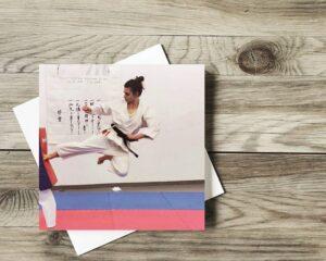 kobieta ćwiczy judo